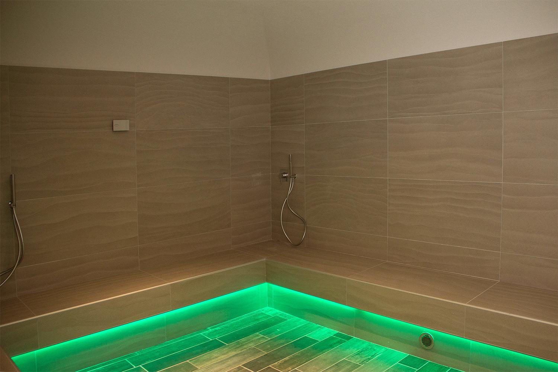 nel bagno turco con un umidit del 100 si forma una nebbia dalla temperatura di 45 48c eccellente per rilassare la muscolatura del corpo e alleviare